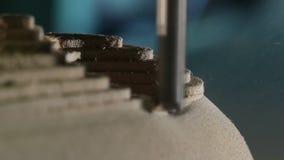 Máquina de trituração de madeira na ação vídeos de arquivo