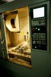 Máquina de trituração do CNC Imagem de Stock Royalty Free