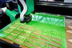 Máquina de trituração para cortar o plástico fotos de stock royalty free