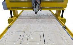 Máquina de trituração para a madeira durante a operação Indústria fotografia de stock royalty free