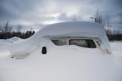 Máquina debajo de la nieve imagen de archivo