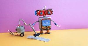 Máquina del aspirador del robot Alfombra robótica de la limpieza del juguete del cyborg principal rojo, piso rosado del gris de l Fotografía de archivo libre de regalías