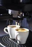 Máquina del café express con las tazas de café Fotografía de archivo libre de regalías