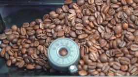 Máquina del café del molino de café almacen de metraje de vídeo