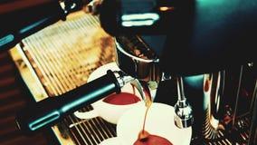 Máquina del café que hace el café express almacen de video
