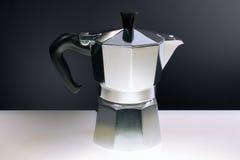 Máquina del cofee de Moka, aún vida, Italia Imagen de archivo libre de regalías
