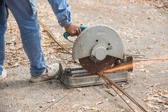 Máquina del cortador de la barra de acero foto de archivo