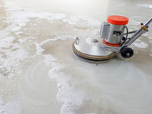 Máquina del depurador para el piso de limpieza Imagenes de archivo