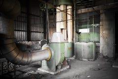 Máquina del filtro de aire en un edificio abandonado de la fábrica Imagen de archivo libre de regalías