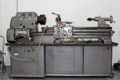 Máquina del torno en un taller Imagen de archivo