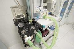 Máquina del ventilador en sala de operaciones del hospital Imagen de archivo libre de regalías