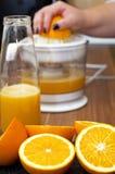 Máquina del zumo de fruta Imagenes de archivo