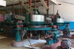 Máquina dentro da fábrica azul do chá do campo Imagem de Stock Royalty Free