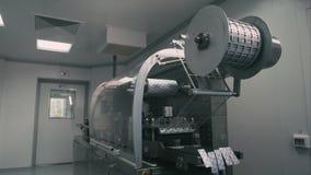 Máquina do bloco de bolha na fabricação da droga do suplemento video estoque
