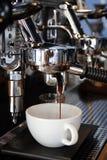 Máquina do café de Barista Imagem de Stock