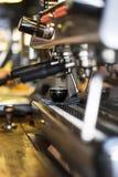Máquina do café de Barista Fotografia de Stock