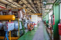 Máquina do compressor e do coletor na fábrica Fotografia de Stock Royalty Free