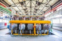 Máquina do compressor e do coletor na fábrica Fotos de Stock Royalty Free