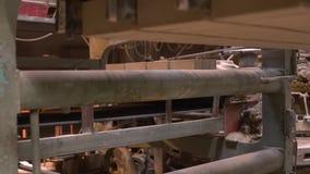 Máquina do misturador concreto na fábrica do tijolo video estoque