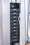 Máquina do peso do Gym Uma quantidade de peso na máquina de levantamento Fotos de Stock