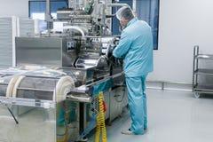 Máquina do reparo do cientista com eixos Imagem de Stock Royalty Free