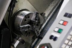 A máquina do torno do CNC Máquina de gerencio para furar com a ferramenta da ferramenta da broca e da broca de centro Máquina de  fotografia de stock royalty free