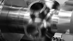 Máquina do torno do CNC ou máquina de giro que lança a haste de aço da forma de cone Olá! processo de manufatura da tecnologia video estoque