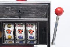 Máquina e jackpot de entalhe três sete Foto de Stock Royalty Free