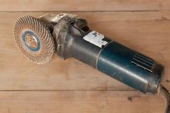 Máquina elétrica do moedor na tabela de madeira Imagens de Stock
