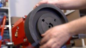 Máquina en un vídeo del taller del metal almacen de metraje de vídeo