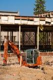 Máquina escavadora alaranjada pequena Fotografia de Stock
