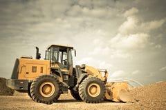 Máquina escavadora amarela imagem de stock royalty free