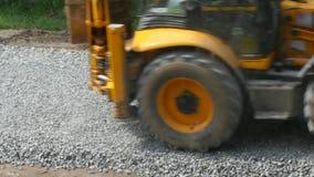 Máquina escavadora Carries Gravel In a cubeta video estoque