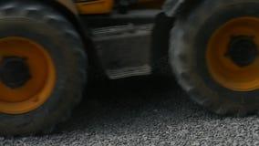 Máquina escavadora Carries Gravel In a cubeta filme