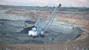 Máquina escavadora de Pit Huge da mina de carvão no dever filme