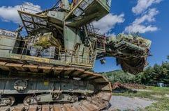 máquina escavadora de roda de cubeta na natureza fotos de stock