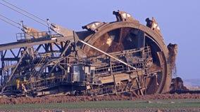 Máquina escavadora de roda de cubeta gigante - mineração Opencast vídeos de arquivo