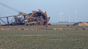 Máquina escavadora de roda de cubeta gigante - mineração Opencast video estoque