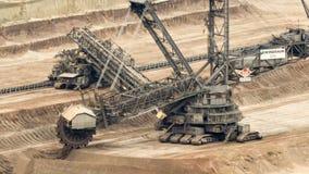 máquina escavadora em uma mina do lignite - lapso da Cubeta-roda de tempo video estoque
