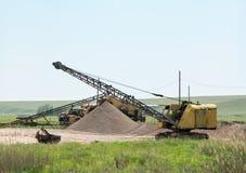 Máquina escavadora em uma pedreira Foto de Stock Royalty Free