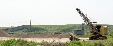 Máquina escavadora em uma pedreira Imagens de Stock Royalty Free
