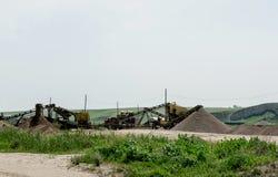 Máquina escavadora em uma pedreira Fotos de Stock Royalty Free