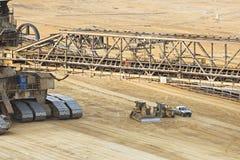 Máquina escavadora gigante Detail da Cubeta-roda imagens de stock royalty free