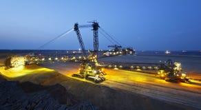 Máquina escavadora gigante panorâmico At Night da Cubeta-roda foto de stock royalty free