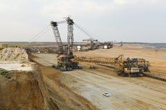 Máquina escavadora gigante At Work da Cubeta-roda foto de stock
