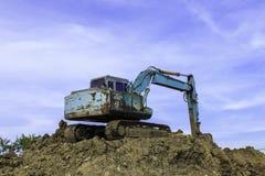 Máquina escavadora grande no canteiro de obras novas Imagens de Stock