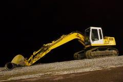 Máquina escavadora na noite Pebble Beach foto de stock