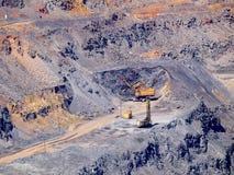 Máquina escavadora na pedreira Fotografia de Stock Royalty Free