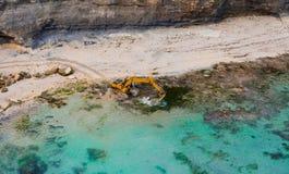 Máquina escavadora no mar Exploração da geologia imagens de stock royalty free