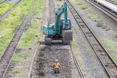Máquina escavadora no trabalho da estrada de ferro Fotografia de Stock